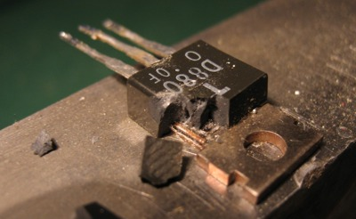 2SD880 transistor cracked case
