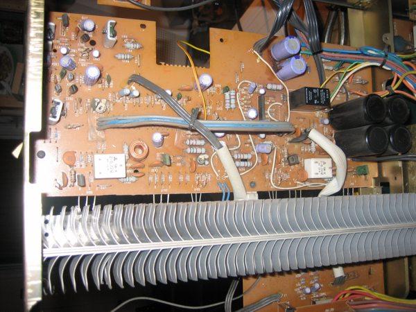 NAD 2150 power amplifier inside