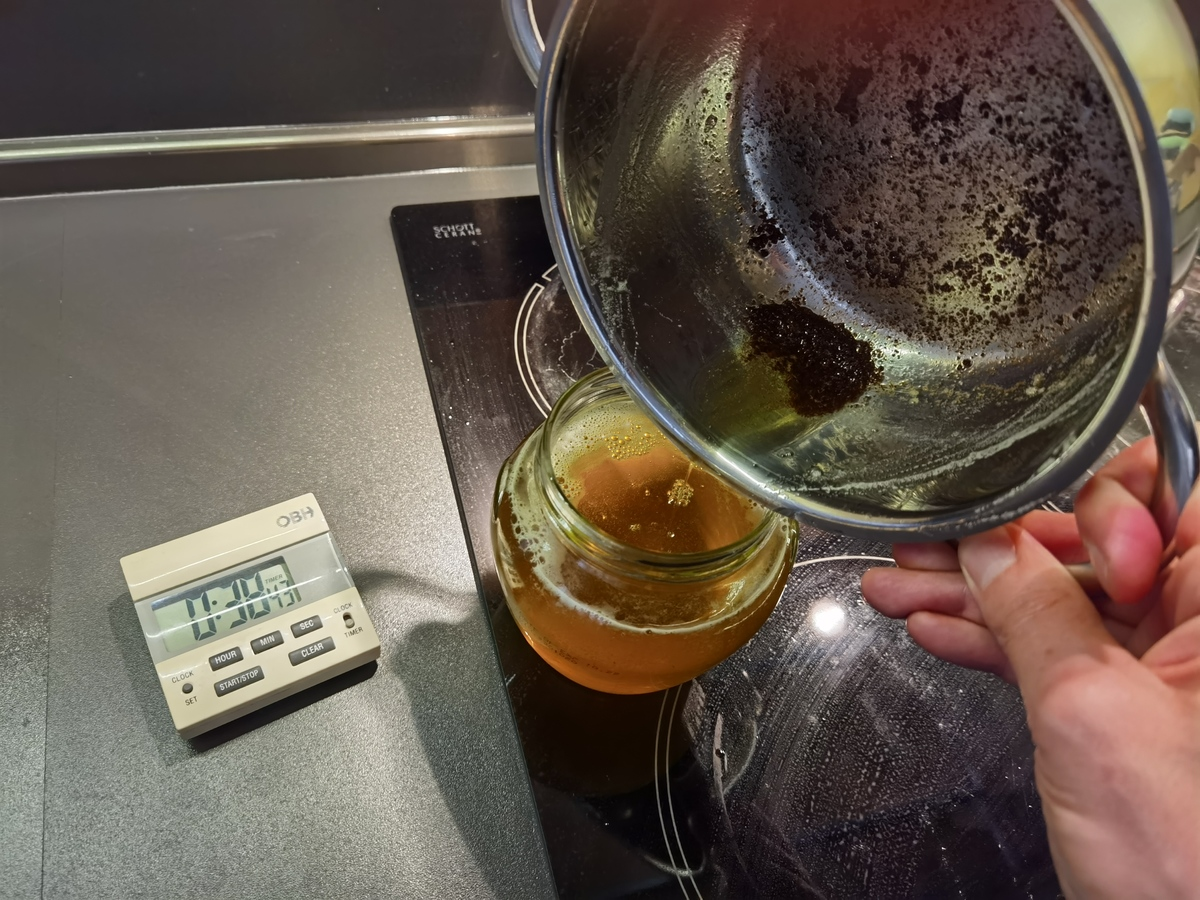 pouring the ghee2